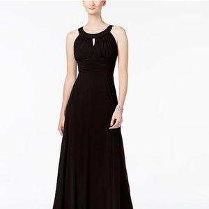 Sangria Black Sleeveless Keyhole Gown